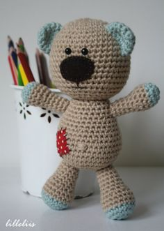 How to join amigurumi pieces together..and a cute bear..