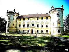 Zemlja 1000 dvoraca - Croatia by Us | Večernjakova Blogosfera Lovrencina castle #travel #visit #croatia #castle #zagrebcounty #tzzz. Castle, Visit Croatia, Mansions, House Styles, Travel, Mansion Houses, Voyage, Manor Houses, Fancy Houses