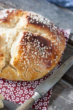 La Mouna, c'est une brioche de Pâques de la cuisine pied-noir et algérienne, originaire d'Oranie. Elle très parfumée et extrêmement moelleuse et légère.