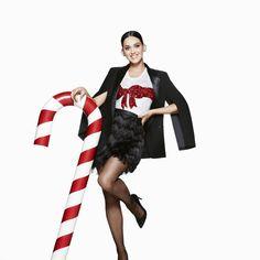 Après presque quatre mois d'attente, H&M a enfin dévoilé les premiers visuels de sa campagne de Noël avec Katy Perry en égérie.