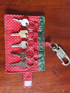 How to Start a Small Sewing Business - AmatelyKey holder roll - inspiration Free Online Basic Sewing Classes for Beginners Sewing Machine Basics: Getting intimidated by your new sewing machine? Watch this sewing class before starting off Bas Sewing Machine Basics, Sewing Basics, Sewing Hacks, Sewing Tutorials, Sewing Crafts, Sewing Tips, Basic Sewing, Sewing Classes For Beginners, Quilting For Beginners