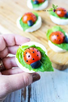 Caprese Ladybug Appetizers made with Fresh Mozzarella and Tomatoes - - Ladybug Appetizers, Caprese Appetizer, Finger Food Appetizers, Appetizer Recipes, Ladybug Snacks, Tomato Appetizers, Bite Size Appetizers, Individual Appetizers, Salade Caprese
