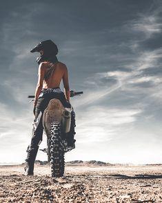 Freedom Rides 💀 - Heels and wheels - Motorrad Dirt Bike Girl, Girl Bike, Lady Biker, Biker Girl, Motocross Girls, Girl Dirtbike, Bike Photoshoot, Motorbike Girl, Motorcycle Girls