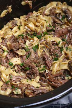 Beef And Noodles Crockpot, Crockpot Dishes, Crock Pot Cooking, Beef Dishes, Food Dishes, Main Dishes, Roast Beef Noodle Casserole, Healthy Crock Pot Meals, Crock Pot Dinners