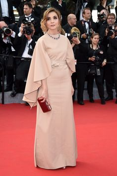 Clotilde Courau in Valentino Couture at the 'La Tete Haute' 2015 Cannes Film Festival Premiere & Opening Ceremony. Celebrity Outfits, Celebrity Style, Nude Outfits, Valentino Couture, Vogue, Red Carpet Dresses, Modest Fashion, Pretty Dresses, Fashion Trends