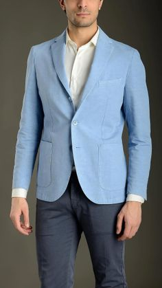 Sky blue cotton slub deconstructed jacket characterized by Neapolitan shoulder, liningless, three button fastening, shirt sleeves, peak lapel, two patch pockets, one chest pockets, side slit, regular fit, 67% cotton 33% linen.
