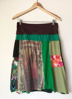 Custom Peasant-Style Skirt Upcycled from YOUR favorite T-shirts! Custom Peasant-Style Skirt Upcycled from YOUR favorite Source by titeresantuquimey Altered T Shirts, Clothing Hacks, Upcycled Clothing, Tea Length Skirt, Diy Clothes Refashion, Shirt Skirt, Couture, Skirt Fashion, Casual Looks