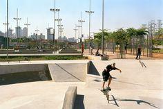 Aflalo & Gasperini Arquitetos e Rosa Grena Kliass Arquitetura Paisagismo. Parque da Juventude, São Paulo, 2007<br />Foto Nelson Kon