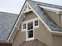 Vermont Country Craftsman - Traditional - Exterior - burlington - by Bickford Construction Corporation Corbels Exterior, Bay Window Exterior, Craftsman Home Exterior, Craftsman Windows, Bungalow Exterior, Exterior Trim, Craftsman Trim, Exterior Colors, Gable Window