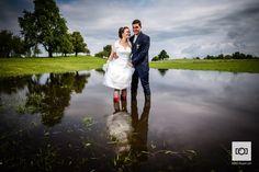 Fabienne und Simon stehen knöcheltief im Wasser - http://foto-huwi.ch/2016/05/21/fabienne-und-simon-knietief-im-wasser/