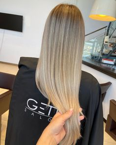BUTTERY BLONDE BALAYAGE Hairstylist: Andrevia - GETT'S Color Bar Salon Iulius Mall Cluj #getts #gettssalons #blondebalayage #balayage