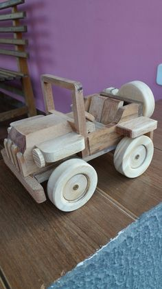 Jeep feito com madeira reciclada Little Boy Toys, Toys For Boys, Kids Toys, Wooden Toy Cars, Wood Toys, Wood Slice Crafts, Wood Crafts, Woodworking Toys, Woodworking Projects