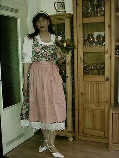 Martina, Blümchen-Dirndl #crossdresser#dirndl