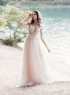 Papilio wedding dresses www.istoriesgamou.gr Νυφικα 2018#ρομαντικα νυφικα#νυφικα με εντυπωσιακη πλατη#γοργονε νυφικα#νυφικα με δαντέλα#νυφικα αερινα#νυφικα σε ίσια γραμμή#crop top νυφικα#www.istoriesgamou.gr