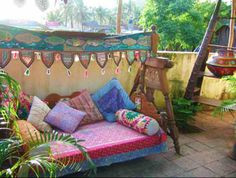 Outdoor couch/ bench with blankets & pillows Outdoor Couch, Outdoor Rooms, Outdoor Living, Outdoor Decor, Bohemian Patio, Bohemian Decor, Bohemian Bedrooms, Deco Boheme, Interior And Exterior