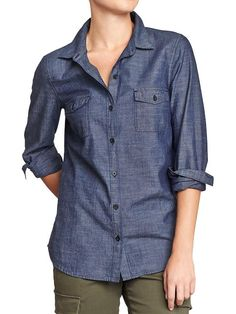 Women's Classic Chambray Shirt. Séchoir.tv recommendation as a must-have for every woman's closet. So many ways to wear it!