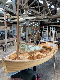 Hobbies paining body for kids and adult Make A Boat, Build Your Own Boat, Diy Boat, Wooden Boat Building, Wooden Boat Plans, Boat Building Plans, Dinghy Sailboat, Sailing Dinghy, Classic Yachts