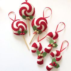 Lollipop decorations for Christmas in soft felt and with rattles Etsy Gingerbread Christmas Decor, Gingerbread Decorations, Felt Christmas Decorations, Felt Christmas Ornaments, Christmas Sewing, Handmade Christmas, Christmas Crafts, Christmas Projects, Holiday Crafts