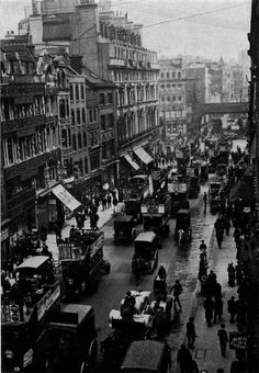 Fleet Street looking towards Ludgate Hill. The rail bridge was removed in 1990 and the track runs underground. So it no longer spoils the view of St. Victorian London, Vintage London, 1920 London, Victorian History, Tudor History, London History, British History, American History, Asian History