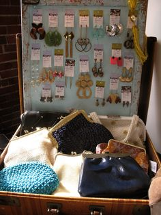 1000 images about vendor booth ideas on pinterest for Jewelry display trade show