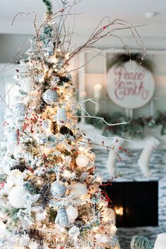 Gorgeous Snowball Christmas Tree and Decorations. #christmas #decor #home