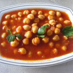 Mancare turceasca de naut - Stiai ca nautul in combinatie cu orezul formeaza proteina completa? Bean Recipes, Soup Recipes, Cooking Recipes, Healthy Recipes, Hungarian Recipes, Turkish Recipes, Ethnic Recipes, Good Food, Yummy Food