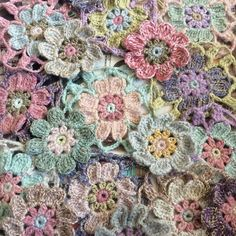 yarn Flowers Ganchillo - Maybe I'll join them together now Leftover yarn flower project crochet. Crochet Afghans, Freeform Crochet, Knit Or Crochet, Crochet Motif, Irish Crochet, Crochet Crafts, Granny Square Häkelanleitung, Granny Square Crochet Pattern, Crochet Flower Patterns