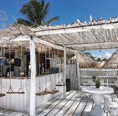 13 Coolest Modern Terrace And Outdoor Space Design Ideas – My Life Spot Outdoor Cafe, Outdoor Restaurant, Outdoor Living, Restaurant Restaurant, Outdoor Seating, Surf Shack, Beach Shack, Terrazas Chill Out, The Beach People
