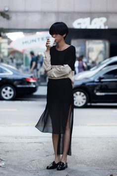 The Best Street Style Snaps From Paris Fashion Week Street Style Chic, Looks Street Style, Looks Style, Asian Fashion, Look Fashion, Fashion Beauty, Womens Fashion, Fashion Design, Fashion Trends