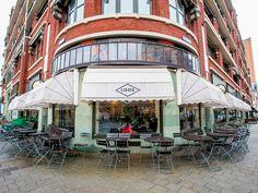 Met alle terrassen dat Rotterdam rijk is, springen er toch een aantal plekken uit. In deze top 10 staan de 'gouwe ouwe' terrassen van onze stad. Rotterdam, Cafe Restaurant, Street View, Porches