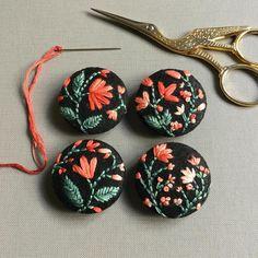 "4,911 Beğenme, 37 Yorum - Instagram'da CREAMENTE • embroidery • (@defnegunturkun): ""Set of four 🍃🌺 #embroidery #new #buttons #brooch #handembroidery #felt #handembroidery #stitch…"""