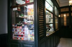 Estanco (ca. 1900) en la calle Postas, 16