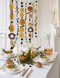 Make a citrus garland for the holidays - Christmas .-Réaliser une guirlande d'agrumes pour les fêtes – Christmas Ideas Make a citrus garland for the holidays # Christmas # Decoration - Diy Christmas Decorations, Christmas Holidays, Christmas Crafts, Holiday Decor, Orange Decorations, Christmas Ideas, Xmas, Dried Oranges, Diy Crafts To Do