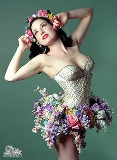 Corsets: Burlesque Beauty Dita Von Teese in a Vintage Corset with Floral Explosion Skirt. Dita Von Teese, Corset Costumes, Burlesque Costumes, Burlesque Corset, Lace Corset, Ute Lemper, Moda Pin Up, Lingerie Vintage, Idda Van Munster
