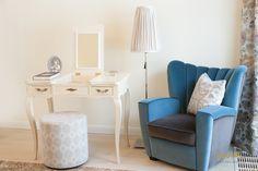 #makeuproom #makeuptable #makeuproomideas Makeup Rooms, Interior Design Studio, Luxury Living, Office Desk, Elegant, Furniture, Home Decor, Indirect Lighting, Remodels
