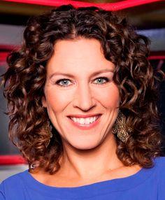 Evelien de Bruijn 20-08-1974 Nederlandse radio- en televisiepresentatrice. Op werkdagen heeft ze op Radio M Utrecht het programma Eveliens Lovesongs. De Bruijn is sinds 2006 een van de zes gezichten van het nieuwsprogramma Hart van Nederland. Tot september 2012 presenteerde ze ook de late editie van Shownieuws.  https://youtu.be/LjRq0b9xxxg