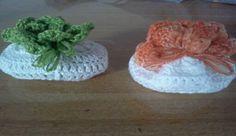 Sachê com sabonete feito com linha Anne e sabonete Dove