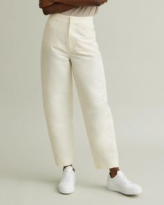 High-waisted trouser with front pockets and a curved, tapered silhouette. High waist Front pockets Single double welt back pocket Curved, tapered silhouette Cotton Linen Model is ft 9 in and is wearing a size XS Designing Women, Trousers, Sweatpants, Silhouette, Apothecary, Model, Cotton, How To Wear, Pockets