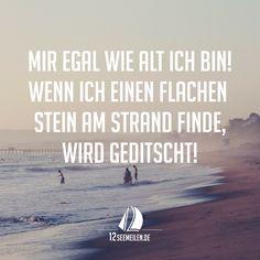Mir egal wie alt ich bin!  Wenn ich einen flachen Stein am Strand finde, wird geditscht!  #Segeln #Sprüche #Zitate