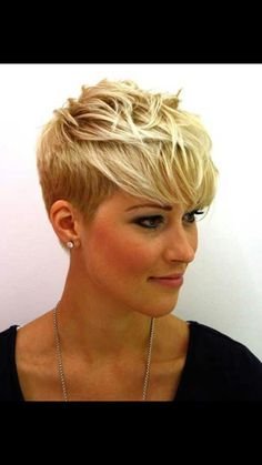 Blonde Pixie Haircut Ideas with Long Bangs Pixie Cut Blond, Messy Pixie Haircut, Short Blonde Pixie, Pixie Cut With Bangs, Short Hair Cuts, Short Hair Styles, Edgy Pixie, Asymmetrical Pixie, Haircut Long
