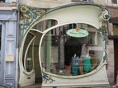 Boutique Art Nouveau (vers 1900) - Rue Jean Bellegambe, Douai (59) (Yvette G.) Tags: artnouveau belleépoque boutique devanture douai nord 59 hautsdefrance