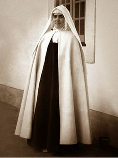 Sister Lucia, Carmelite novice in Portugal, Nuns Habits, Sisters Of Mercy, Lady Of Fatima, Religious Pictures, Bride Of Christ, Holy Rosary, Santa Teresa, Blessed Virgin Mary, Catholic Saints