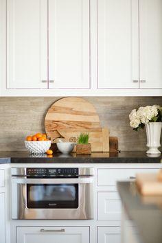 porcelain wood tile backsplash Updated Kitchen, New Kitchen, Kitchen Decor, Kitchen Ideas, Kitchen Inspiration, Kitchen Vignettes, Kitchen Designs, Beautiful Interior Design, Home Interior Design