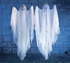 I used to do a sheet ghost on my lamp post...I may look for some gauze or netting and for something see-through...more ghostly looking!