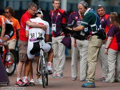 オリンピックロード男子、終盤の勝負どころで落車して勝機を失ったカンチェラーラ。