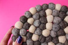 #Filzkugeln sind der Bestandteil der schönen #Untersetzer von #Sukhi. Diese sind extrem weich und kuschelig und gehören zu unseren beliebtesten Produkten. Erfahren SIe mehr zur Bearbeitung von Filz und zur Herstellung eines Filzkugelteppichs in diesem Video: https://vimeo.com/136214347
