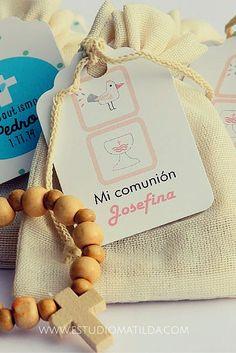 bolsa liencillo con denario y tag #matildasouvenir #souvenir #bautismo Matilda, Rosary Catholic, Baby Shower, First Holy Communion, Christening, Diy And Crafts, Favors, Place Card Holders, Party