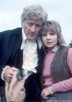 Doctor Who - The Third Doctor (Jon Pertwee) and his companion Jo Grant (Katy Manning). I Am The Doctor, Doctor Who Tv, First Doctor, Doctor Who Convention, Film Doctors, Sarah Jane Smith, Jon Pertwee, Doctor Who Companions, Classic Doctor Who
