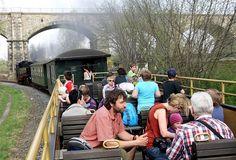 Lanovkou na Ještěd a zpátky, pak tramvají do Liberce na vlak, vystoupit v německé Žitavě a vyjet úzkokolejkou pod hrad Oybin. Po stejné trase se pak vrátit domů do Čech. Vše s jednou jízdenkou za 160 korun. Nebo dokonce za 80 pro jednoho - pokud cestujete jako rodiče se dvěma dětmi.
