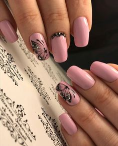 Butterfly nail art designs are loved by women because of its cute, colorful, beautiful patterns and symbolic significance, or simply because the design of butterfly nails has produced attractive effects on nails. Butterfly Nail Designs, Butterfly Nail Art, Ombre Nail Designs, Nail Art Designs, Stylish Nails, Trendy Nails, Pink Nails, My Nails, Diy Ongles